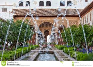 jardins-do-generalife-na-espanha-53711327