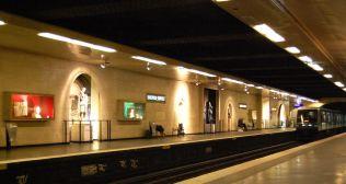1200px-Station-louvre-rivoli