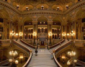 800px-Opera_Garnier_Grand_Escalier