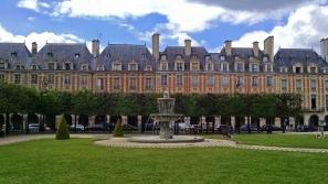 Place_de_Vosges_Paris_2015_Pvox