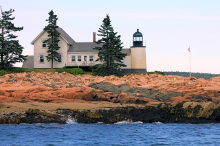 winter-harbour-lighthouse
