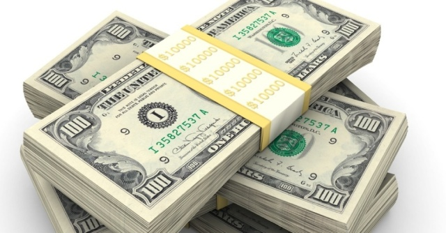 midia-indoor-dolar-nota-dinheiro-banco-conta-emprestimo-bolsa-queda-crescimento-verde-economia-negocio-cem-lucro-papel-renda-exterior-riqueza-estados-unidos-eua-valor-1269985442944_956x5