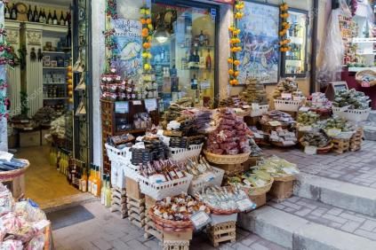 depositphotos_111188720-stock-photo-grocer-shop-in-taormina-at