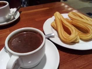 Chocolate_con_churros_en_Barcelona