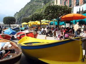 boats-in-vernazza