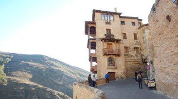 Casas-Colgadas-Cuenca-Espanha-1-610x343