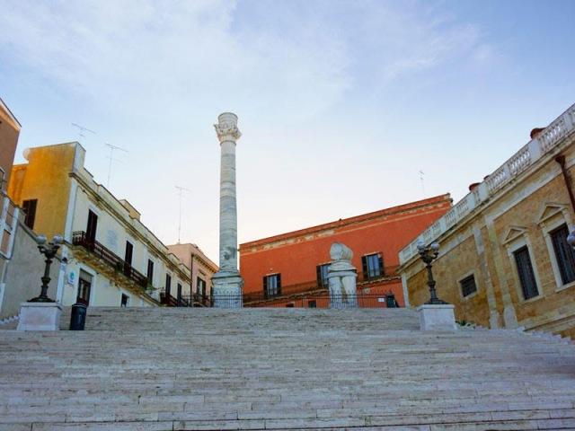 brasil-na-puglia-brindisi-colunas-romanas