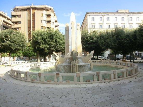 piazza-cairoli-la-fontana