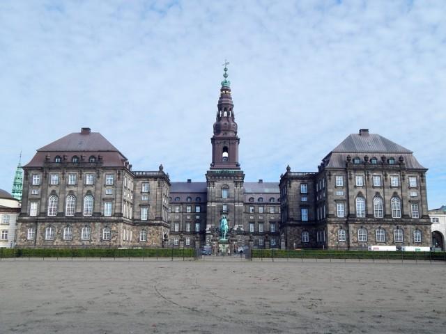 Copenhagen-Palacio-Christiansborg-Parlamento-Dinamarques-X-web